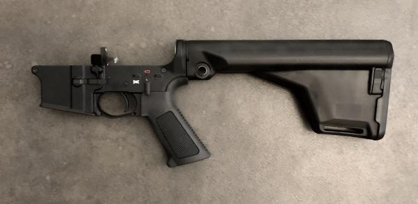 Schmeisser AR15- Lower mit Festschaft